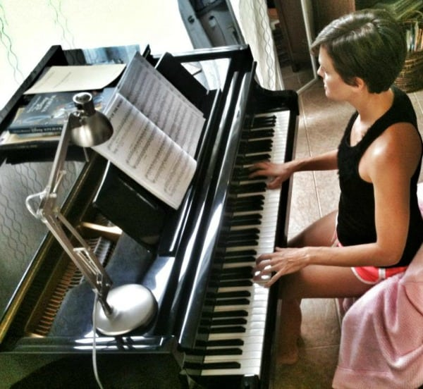 kat-playing-the-piano