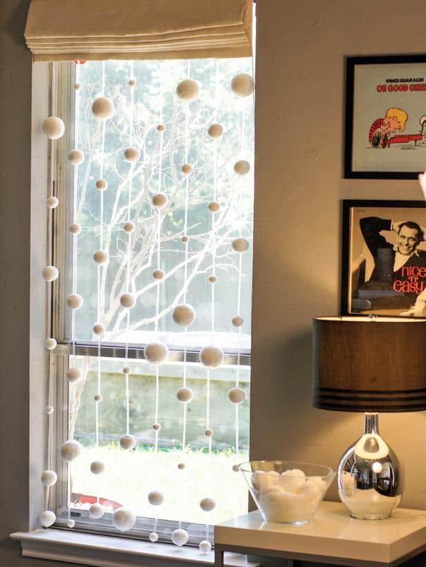 original_Sam-Henderson-Christmas-snowflake-strand_3x4_lg