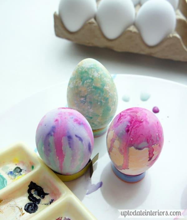 Dry brush paint easter egg