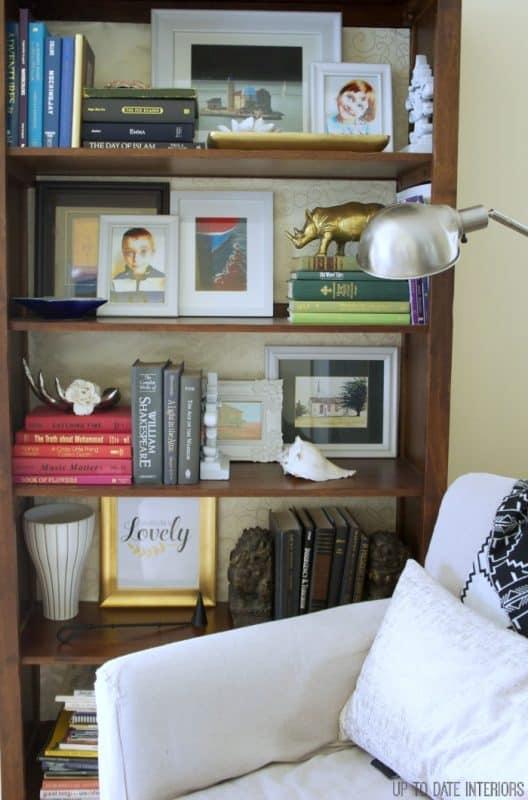 bookcase-tulips