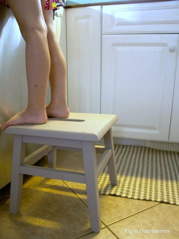 stool-legs