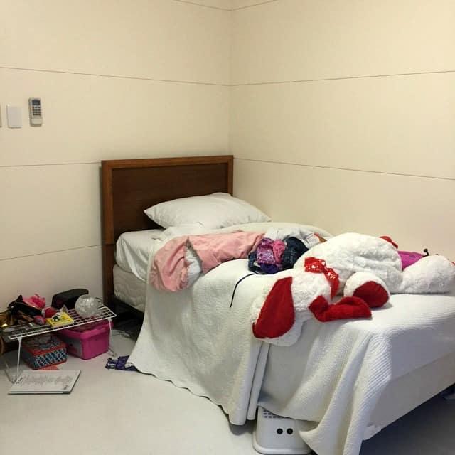 bedroom-bed