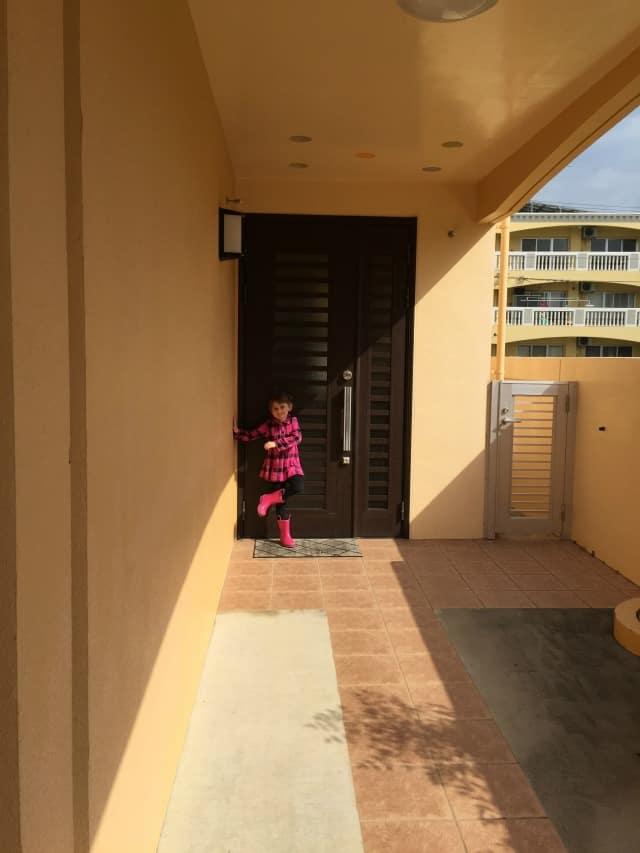 house2-frontdoor2