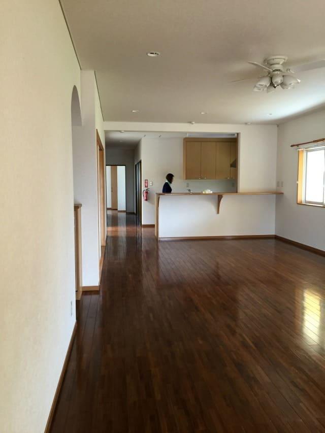 house2-livingroom