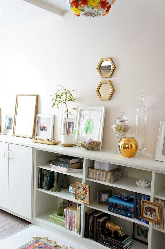small mirrors in the entryway. How to create a foyer.