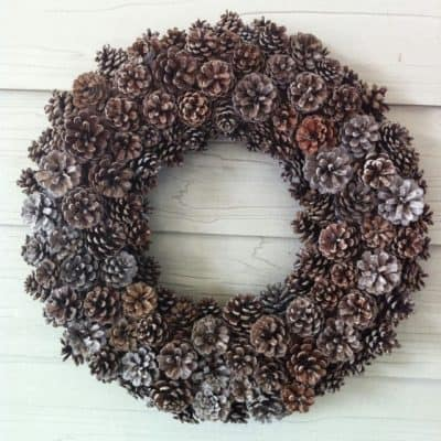 create a gorgoues DIY pinecone wreath with these easy tips and tricks