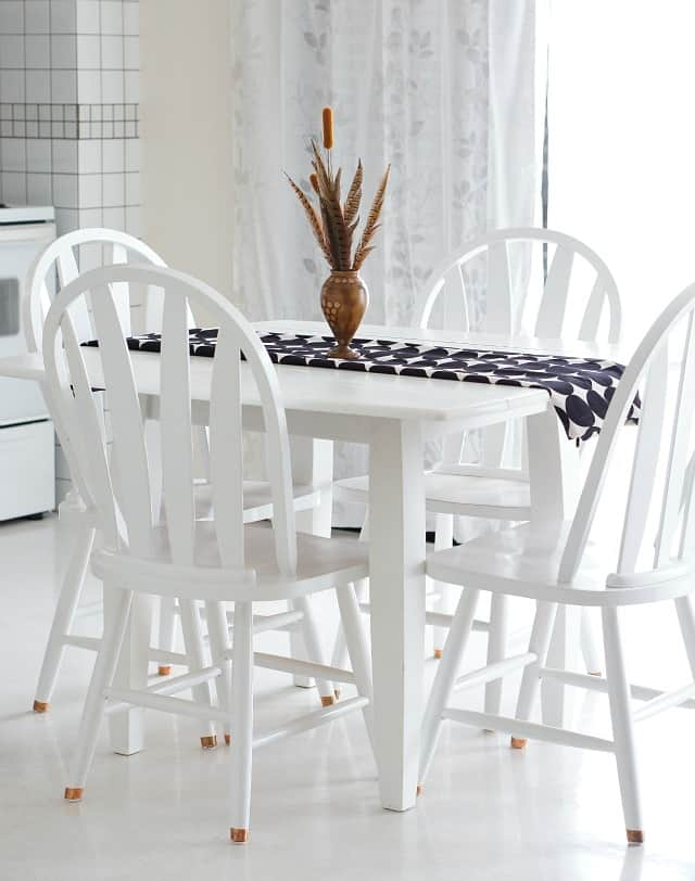 neutral-halloween-decor-kitchen-table