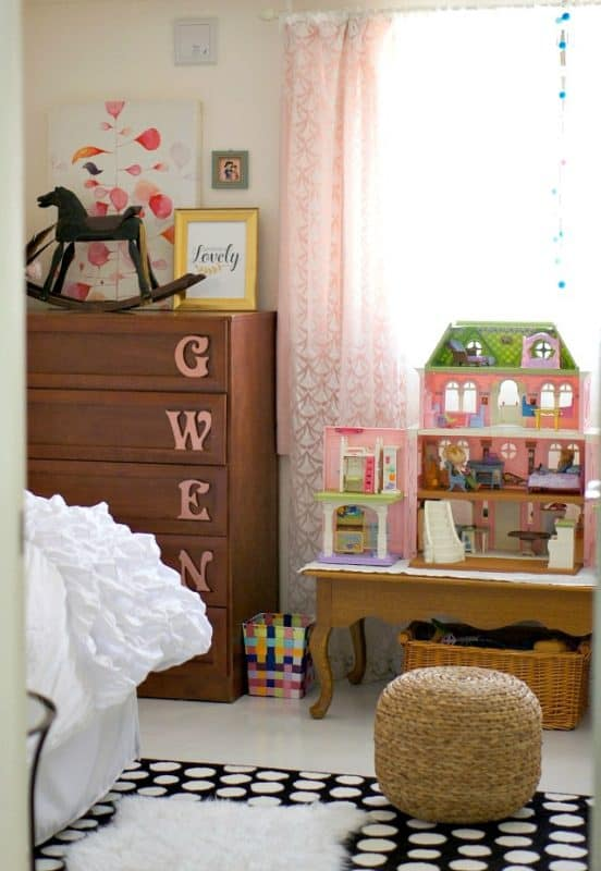Kid friendly closet organization and renter friendly bedroom