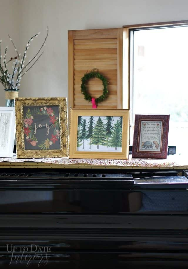 christmas living room with renter friendly decorations