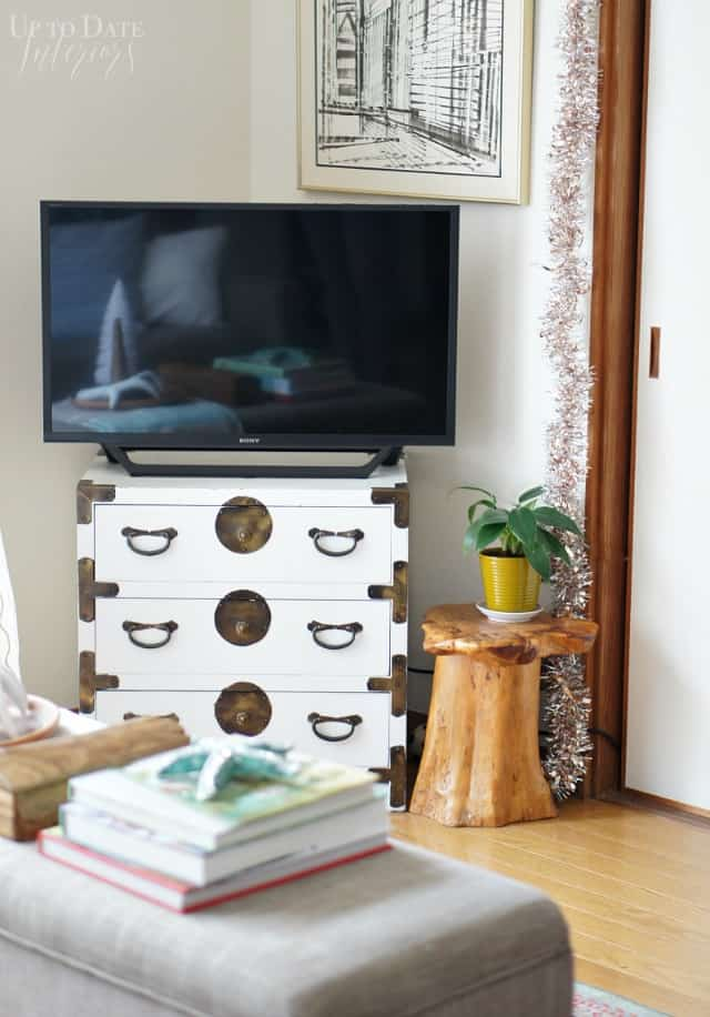 Tv in corner for a small Japanese home