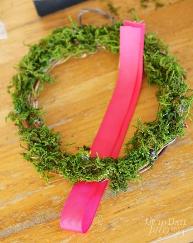 mini-moss-wreath-ribbon- easy-five-minute-Christmas-diy