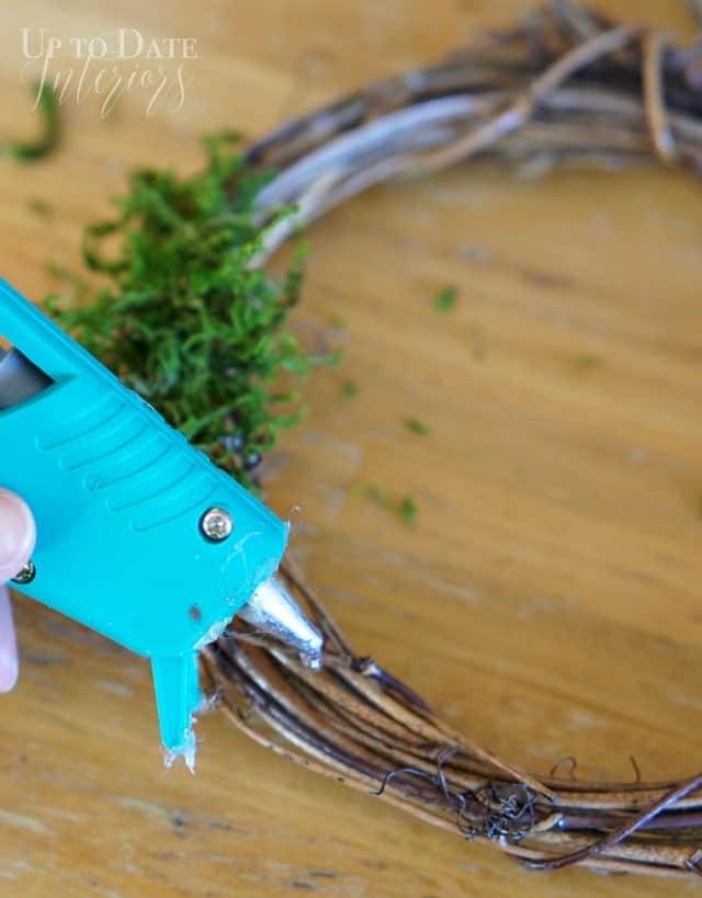 mini-wreath-moss-hotglue