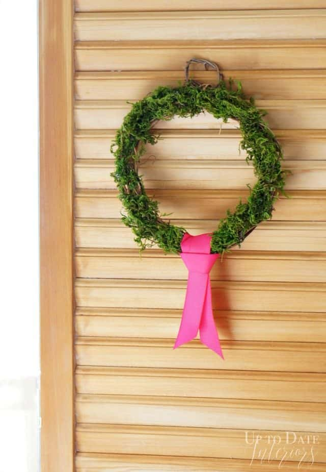mini moss wreath on shutter easy dollar store Christmas diy