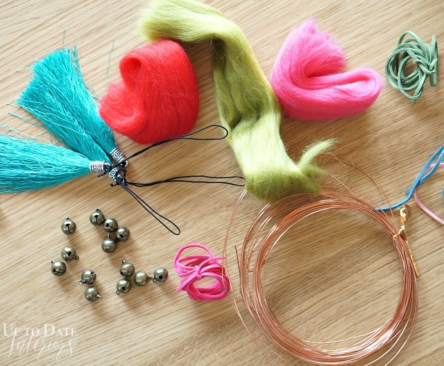 supplies-for-valentines-day-doorknob-hanger