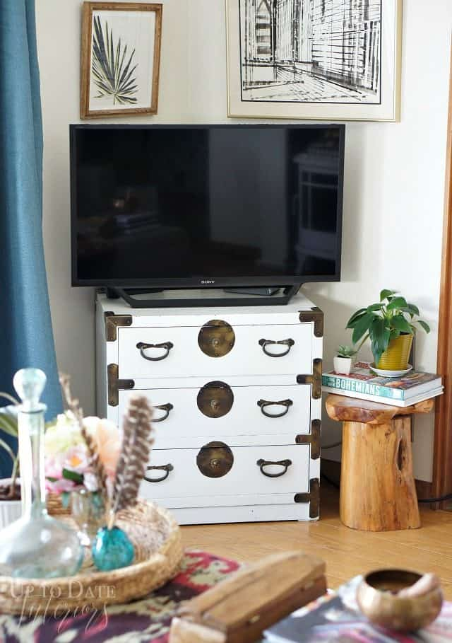global eclectic decor in the living room renter friendly