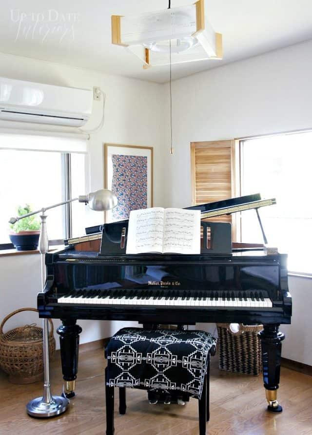 grand piano furniture arrangement in small living room