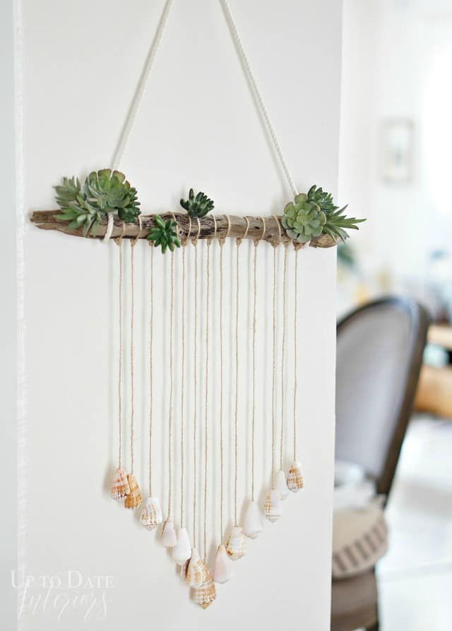 seashell-door-hanging-diy-on-white-wall