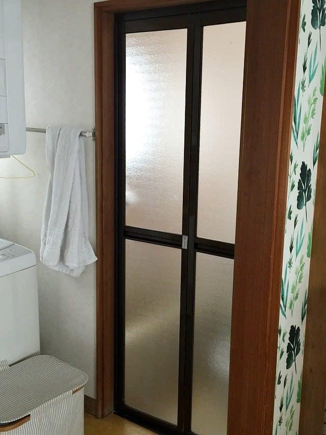bathroom-shower-door-before
