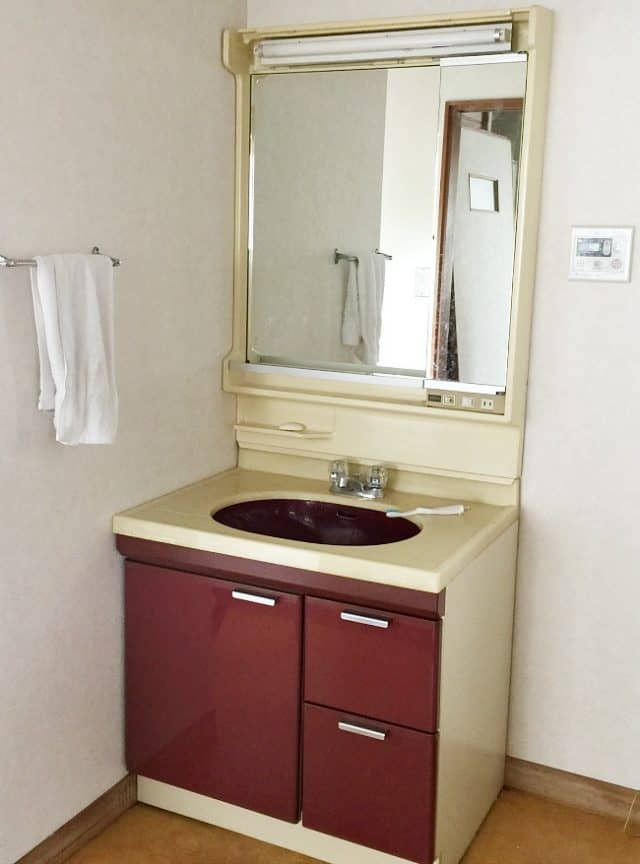 renter bathroom