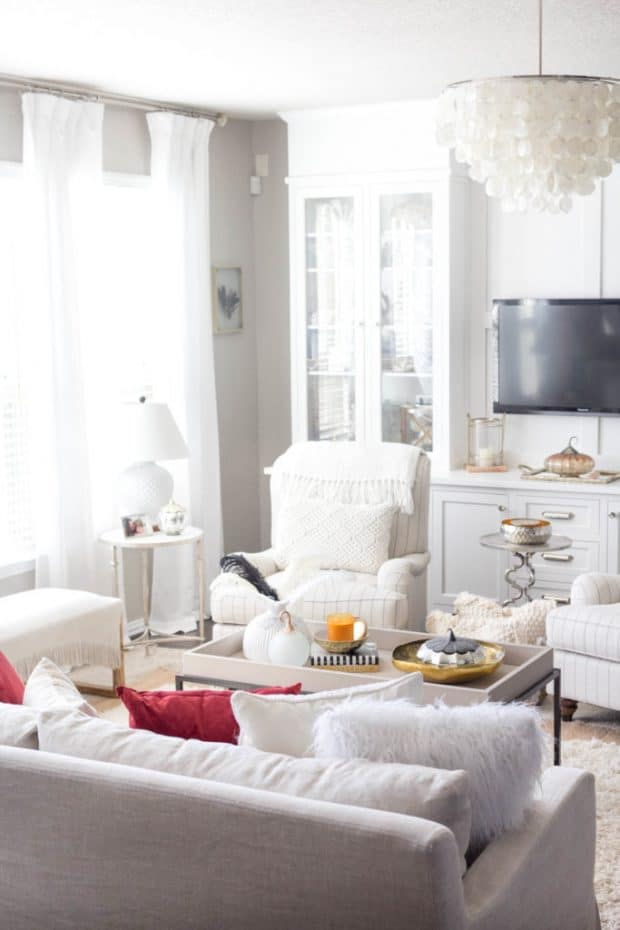 Living-Room-Fall-Decor-Fall-Home-Tour-IrisNacole.com