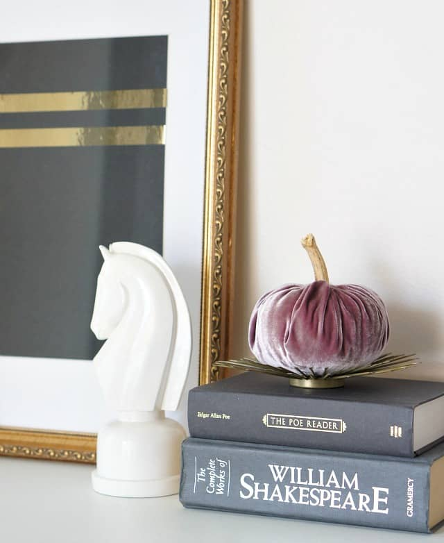 velvet-pumpkins-candle-stand