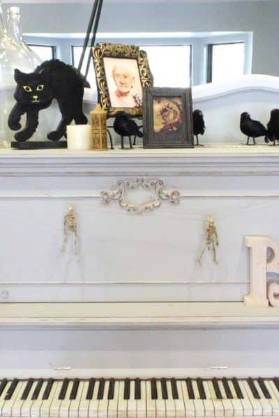 Halloween-piano-decorations