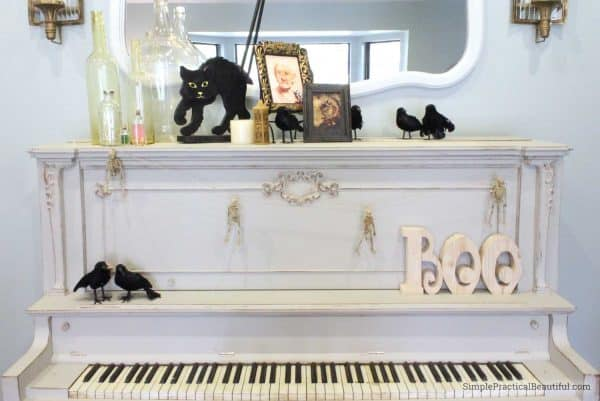 Halloween-piano-decorations