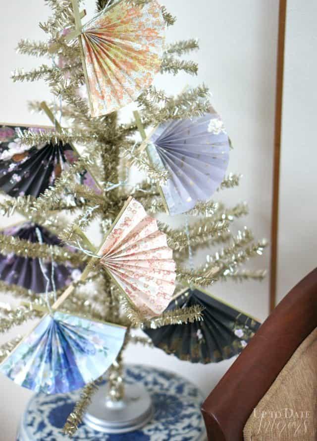 japanese-fan-ornaments-easy-christmas-diy