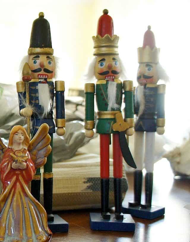 dollar store nutcracker makevoer