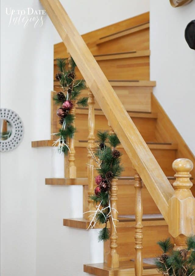 banister-christmas-garland-easy