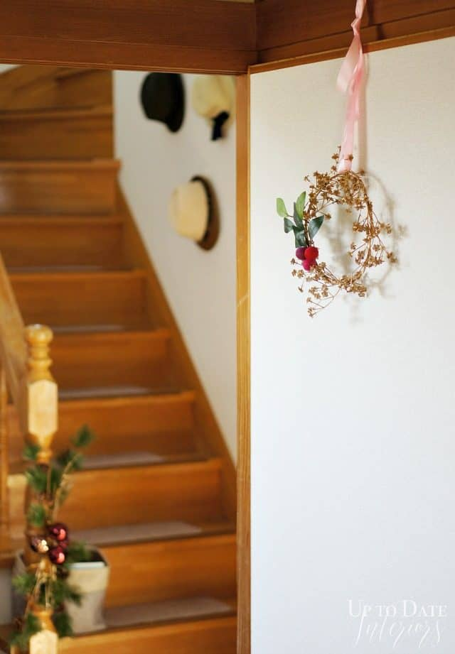 DIY bohemian-wreath- christmas-wreath-foyer