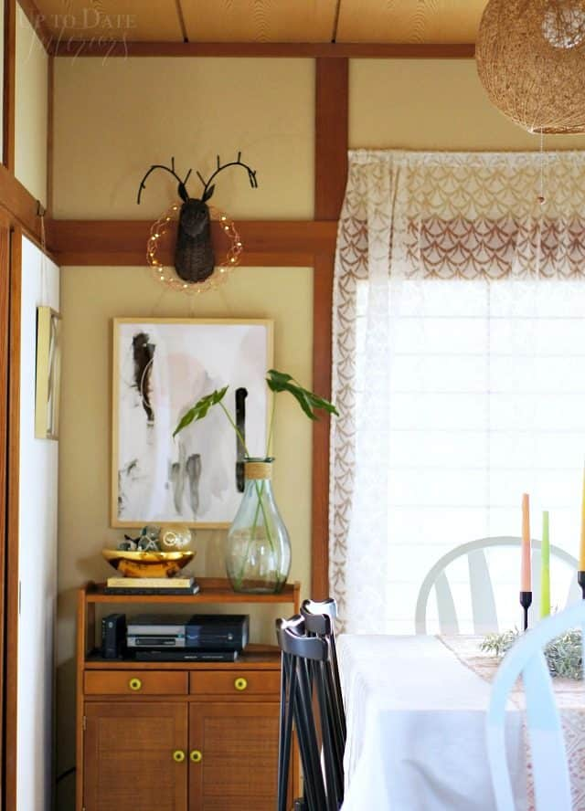 eclectic-dining-room-deer-wreath