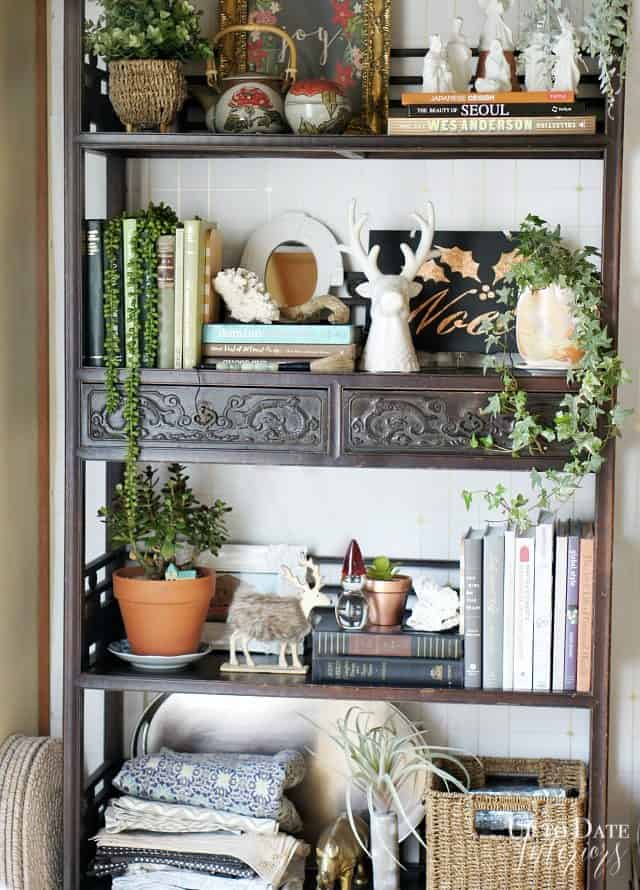 eclectic-holiday-bookcase