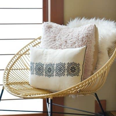 layered-textiles-winter-decorating-ideas