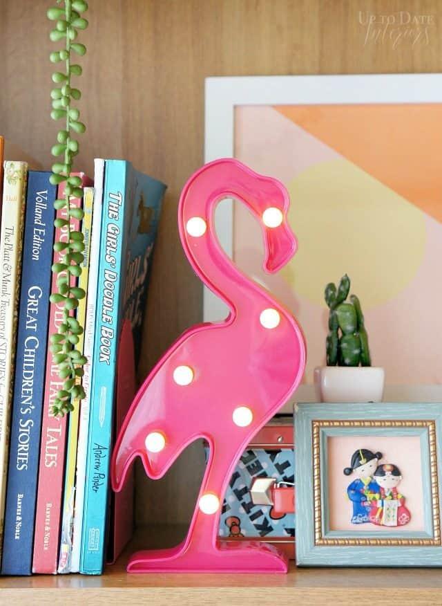 flamingo-marquee-girls-room-makoever
