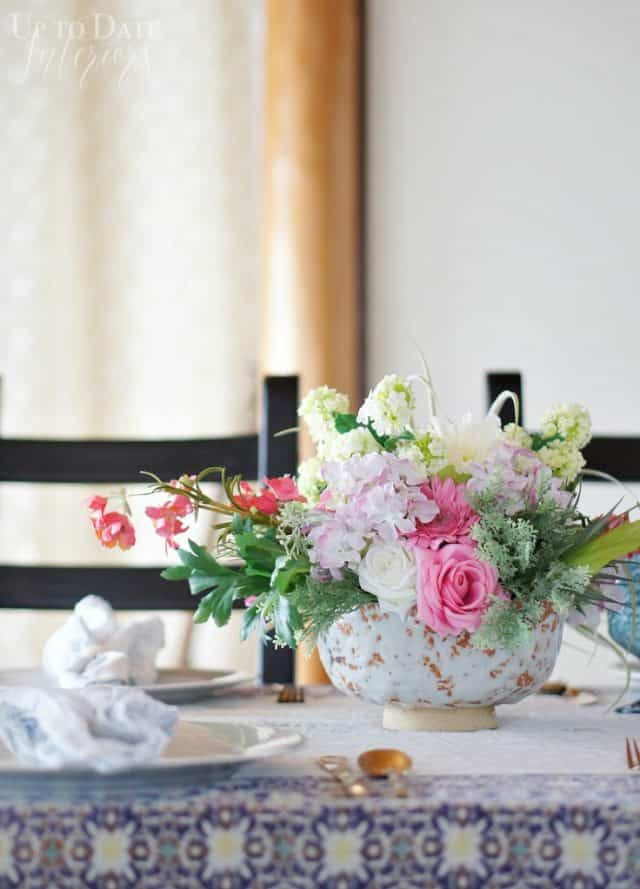 spring-table-flowers for a chic table setting
