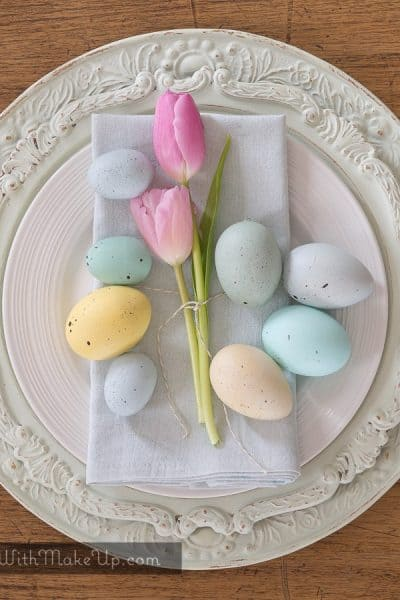 dyed napkins, eggs, and chargers