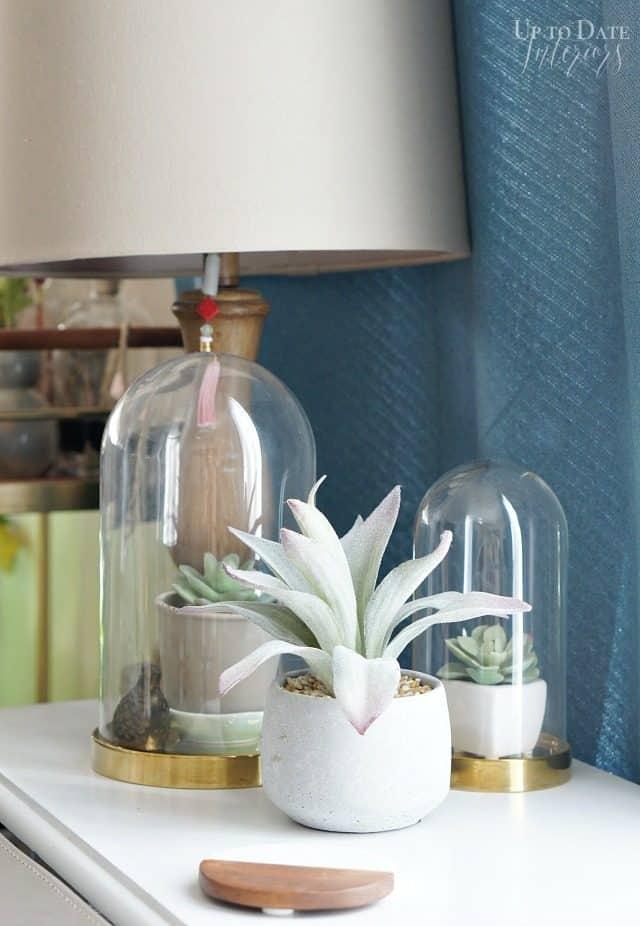 plants-sofa-table-minimalist-scandi-decor