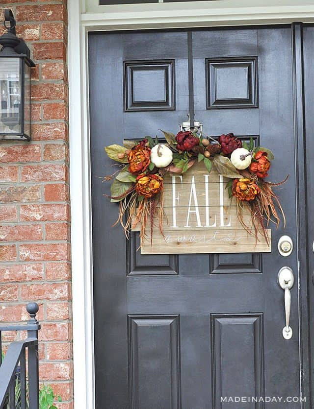 Hand Painted Fall Awaits Pallet Sign