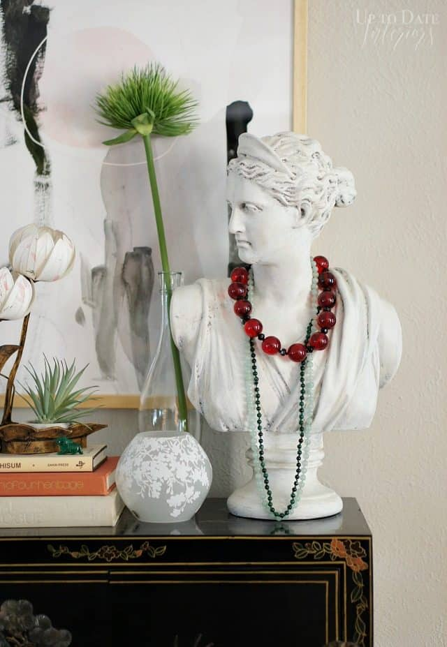 Daphne Lady Bust Red Green Necklaces