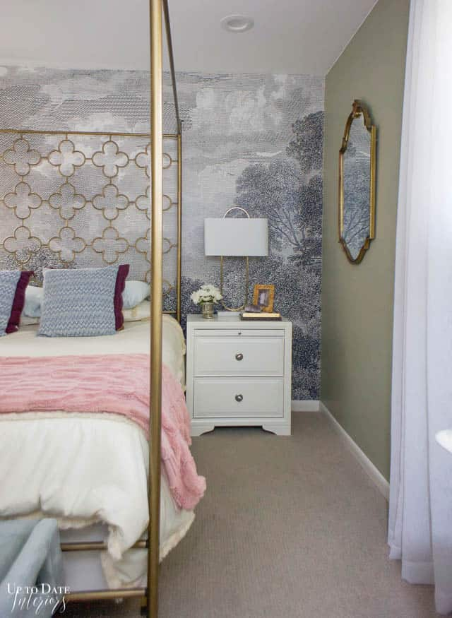 How To Utilize Space In A Small Bedroom Edited 8