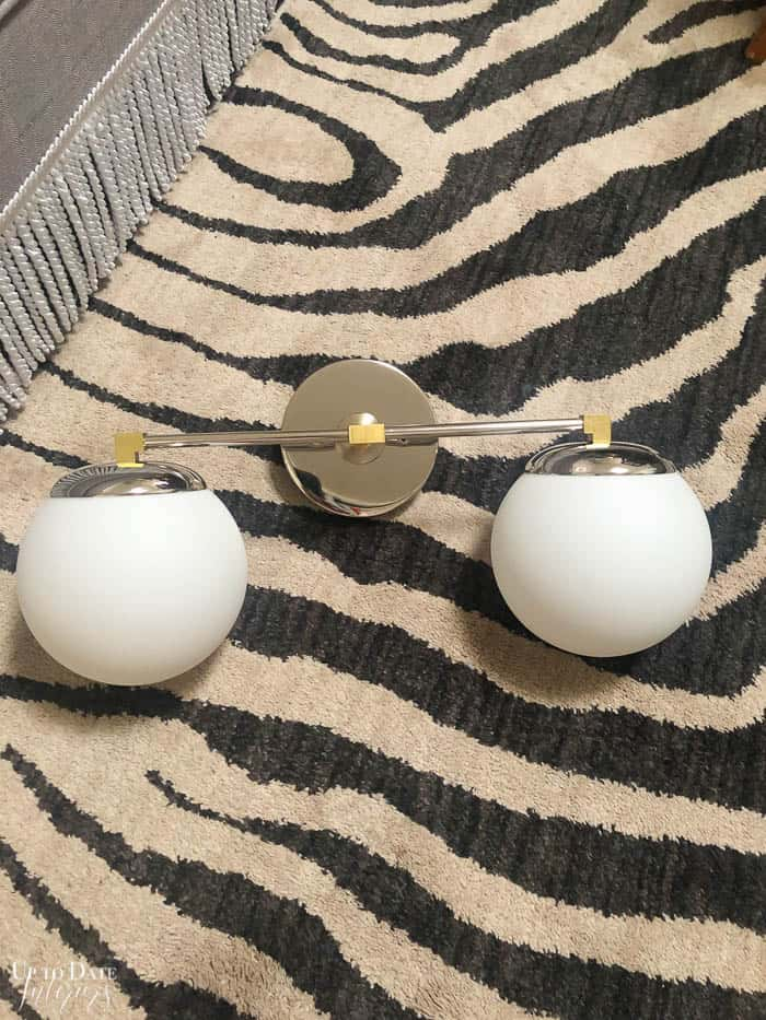 Bathroom vanity light in chrome and brass